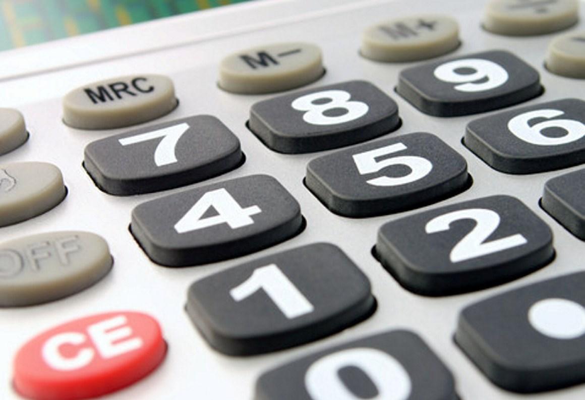 Nærbilde av taster på en kalkulator. Foto.